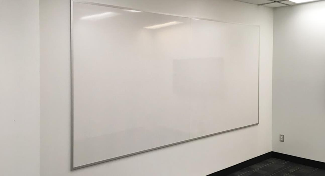 Whiteboard: Series 2000 in White Porcelain